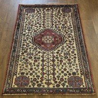 Persian Shiraz Hand knotted Tribal Wool Rug - 101 x 142 cm